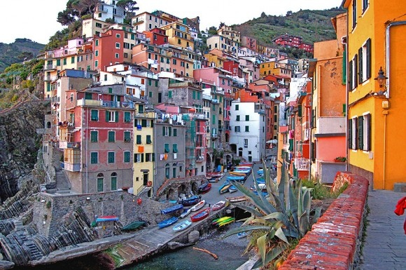 riomaggiore-italy-amazing-places-to-see-before-you-die-580x385